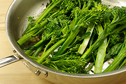 Broccolini in Pan